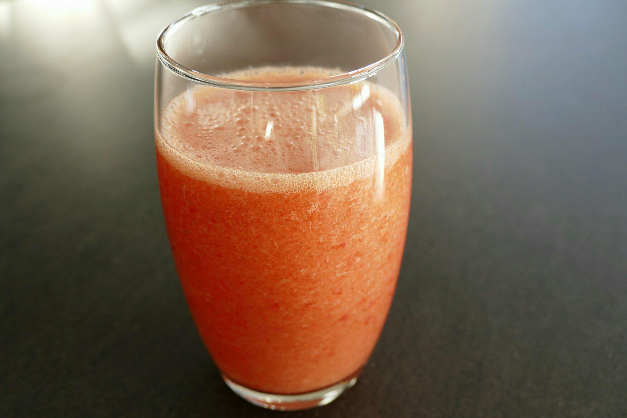 Aardbei-bloedsinaasappelsmoothie
