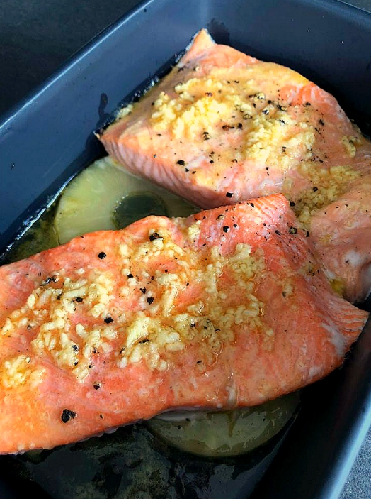 Zalm met ananas en honing-look marinade