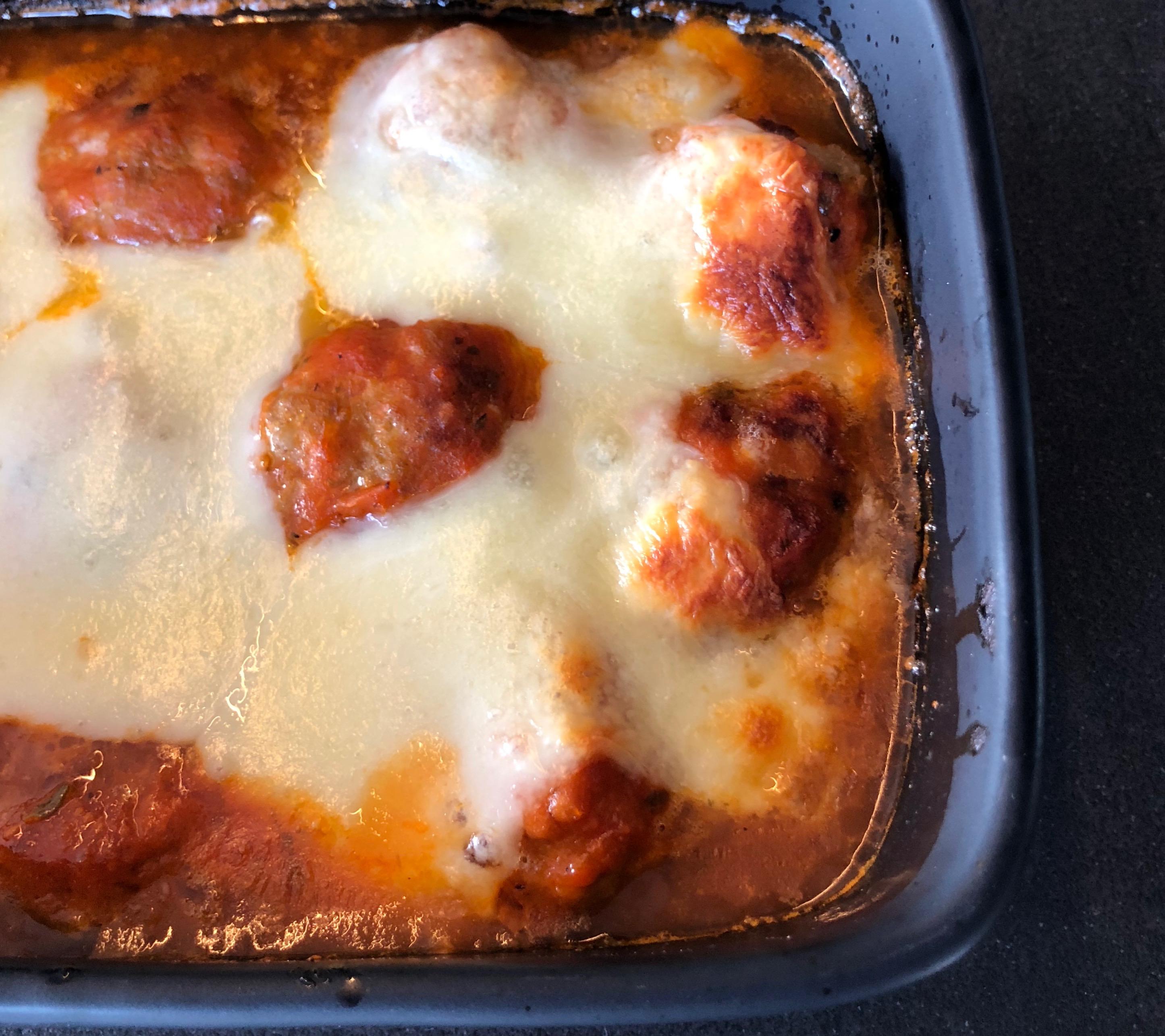 Gehaktballetjes met verse tomatensaus en mozzarella