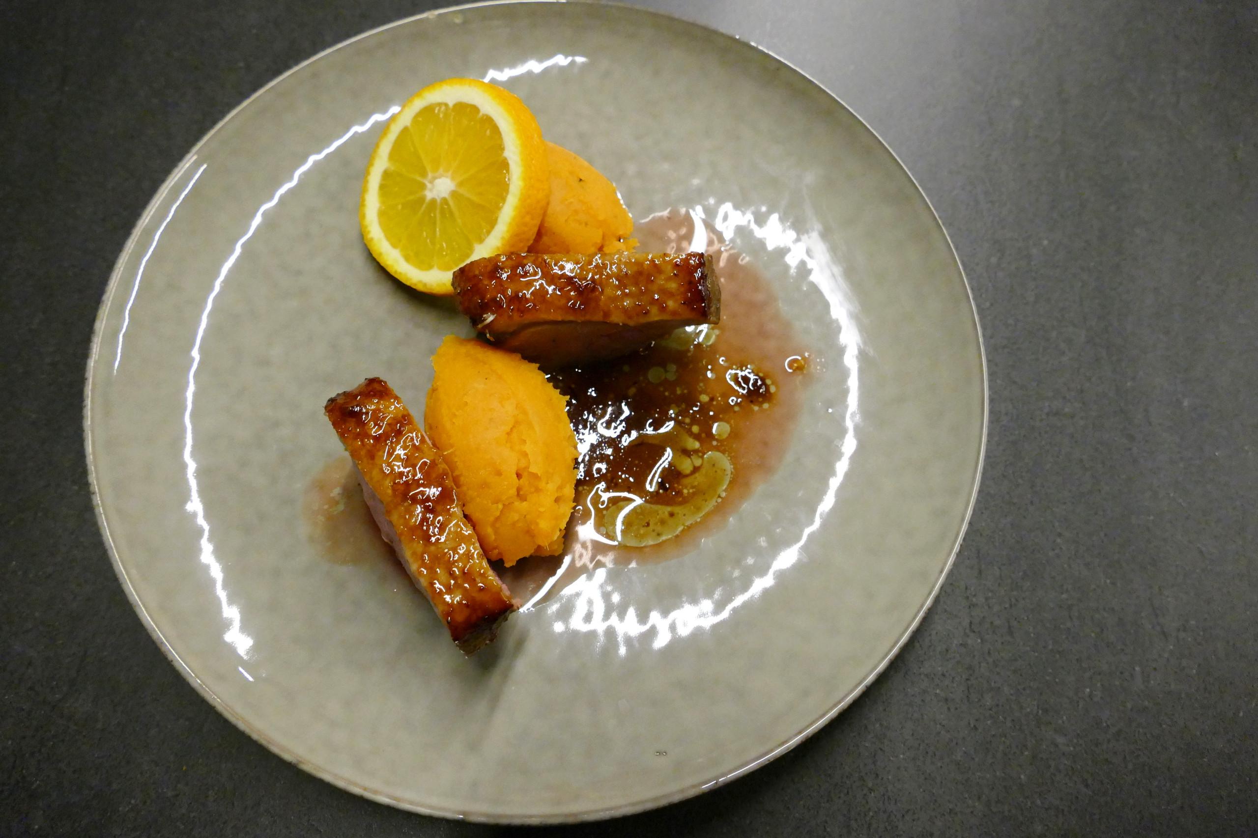 Gelakte eend met zoete aardappelpuree