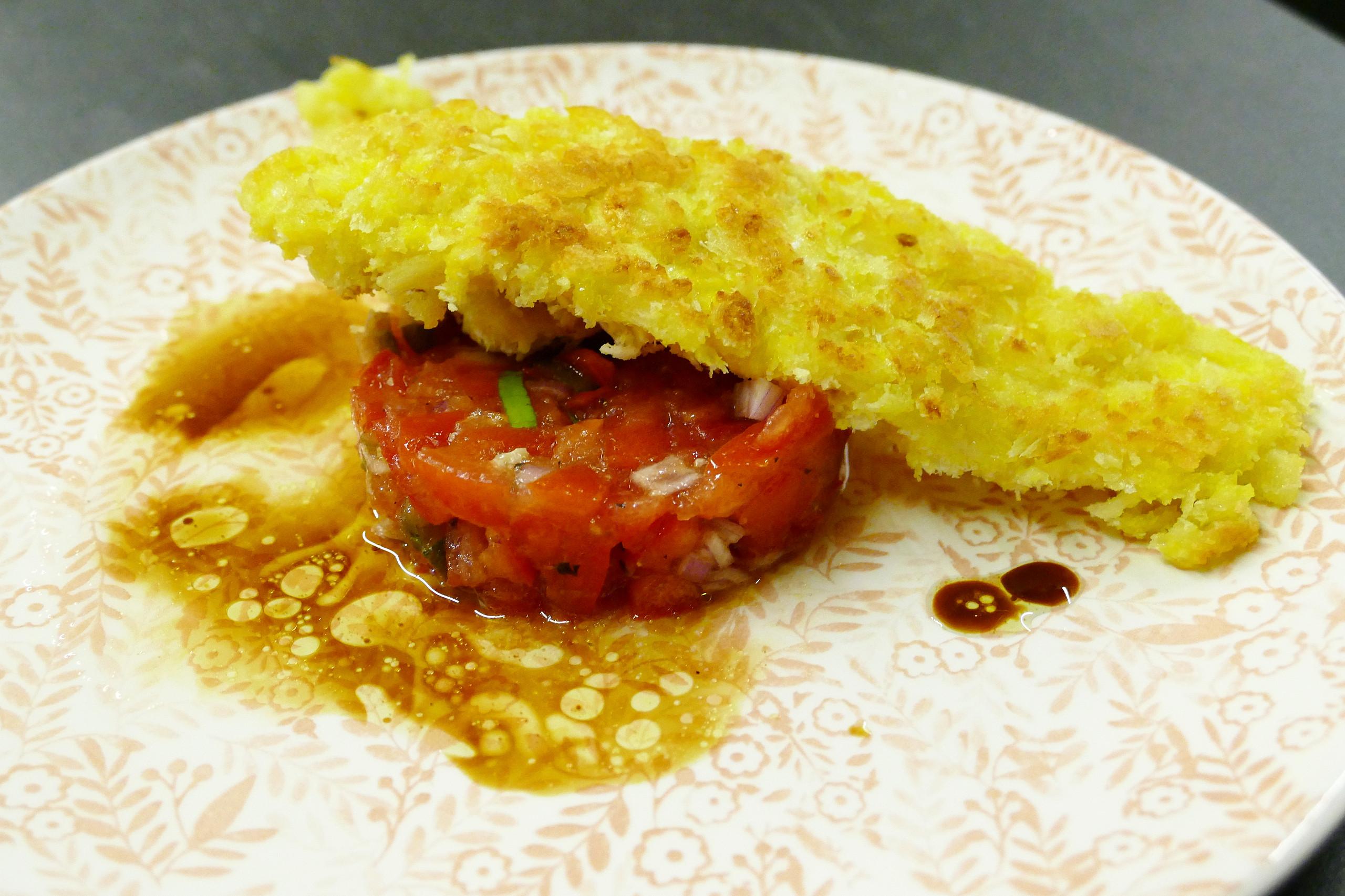 Tongschar met tartaar van tomaat