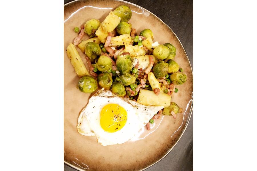 Wintergroentjes met spek, Roquefort en een eitje